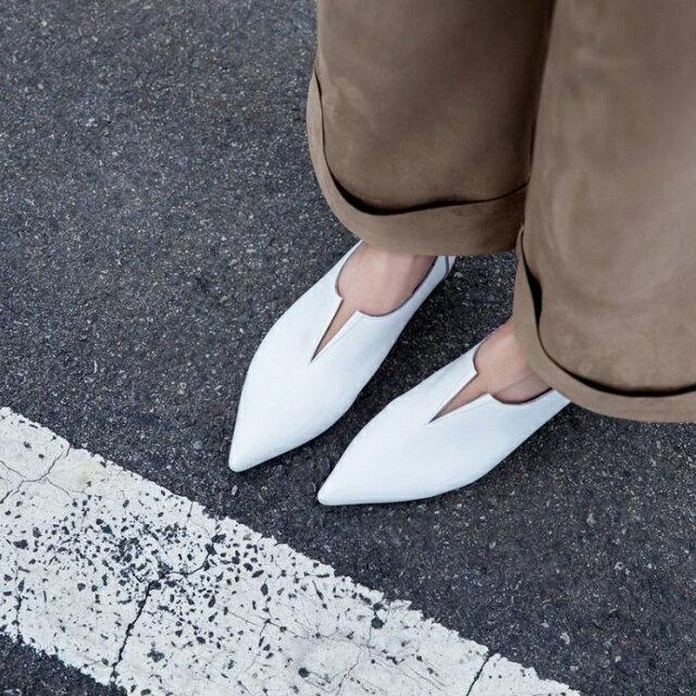 本革 ポインテッドトゥ Vカット フラットパンプス ぺたんこ靴 【Lavish Gate】