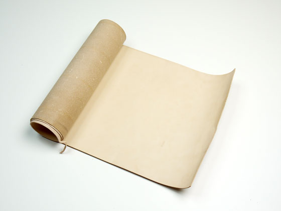 【巾売り】牛ヌメ スムース 無地 35cm巾×85cm以上 2.5mm/2.0mm/1.5mm/1.0mm/0.6mm 1巻【送料無料】 [ぱれっと] レザークラフト切り革(カットレザー) 巾革(牛ヌメ)