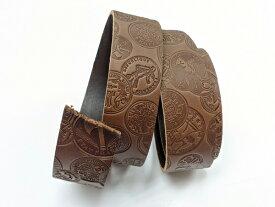 DAKOTA 型押しベルト コイン チョコ 40mm巾×130cm 3.5mm前後[ぱれっと] レザークラフトベルト 40mm巾