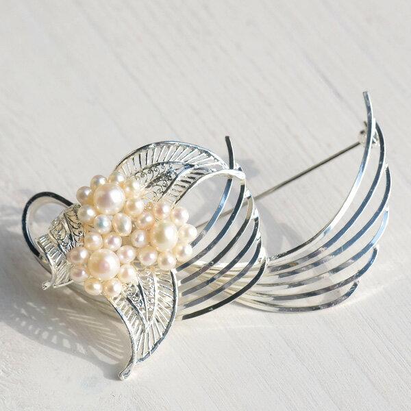 ベビーパールブローチ 胸元で上品に輝くホワイト真珠 フォーマル 冠婚葬祭【メール便不可】
