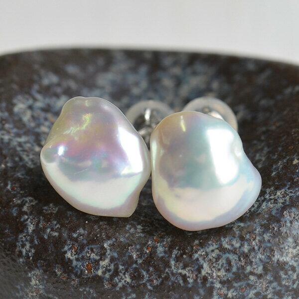 メタリック バロック ホワイト淡水真珠 ピアス /イヤリング ナチュラル感あるケシバロックに浮かぶ虹色!
