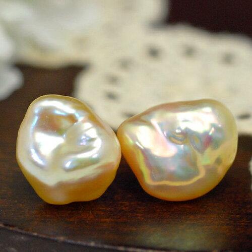メタリックバロック淡水真珠ピアス/イヤリング ナチュラル感あるバロックに浮かぶ虹色!選り抜き特級のメタリックなまでに輝く真珠です