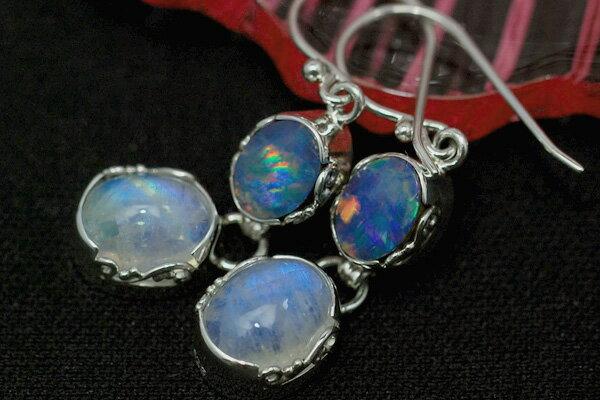 ムーンストーン&オパールピアス 幻想的な青の競演 色彩踊るみずみずしいピアスです KA66