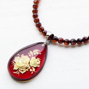 レッドアンバー インタリオ ペンダント 琥珀 グラデーションネックレス 大粒琥珀の中に咲く美しい薔薇 トップ取り外し可