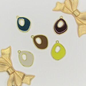 シンプルなモノトーンカラー 雫型 丸 チャーム アクセサリー ピアス イヤリング ネックレス 大人可愛い ワンカラー ゴールド下地