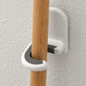 壁掛けフック モップホルダー ( モップ 掛け モップハンガー フック アイデア商品 便利 壁面 壁掛 式 スタンド収納 粘着テープ ピン フローリングワイパー 粘着クリーナー ニトムズ )
