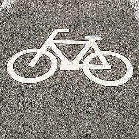 路面標示 サインマーク テープ 「 自転車マーク 」 RHM−3 反射 日本製 ( 送料無料 路面用 標識 路面 表示 標示 路面用標識 道路 反射タイプ 自転車 マーク サイン 注意喚起 テープ付き 安全用品 )