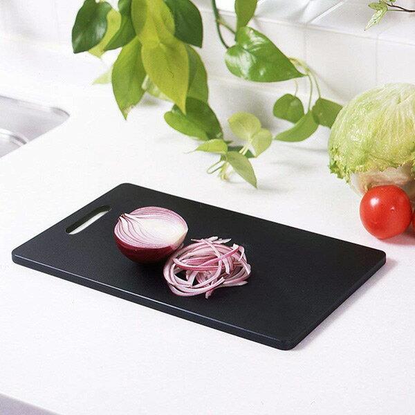 まな板 見やすいまな板 炭黒L型 ( 抗菌 黒 プラスチック 日本製 消臭 除湿 プラスチック製 )