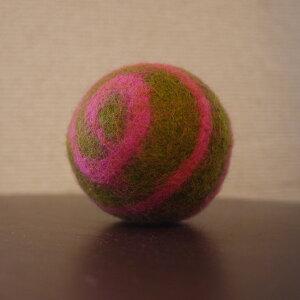 ●necocoon(ネコクーン) フェルトボール グリーン×ピンクうずまき