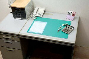 <<サイズ60cm×45cm>>デスクマット DMT-6045PN事務用品 オフィス用品 文具 【アイリスオーヤマ】