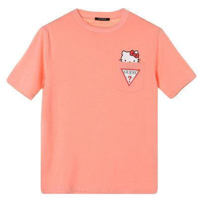 GUESS x Hello Kitty TRIANGLE LOGO POCKET TEE (PINK) (ゲス × ハローキティ スモールトライアングルロゴ ポケットTシャツ)