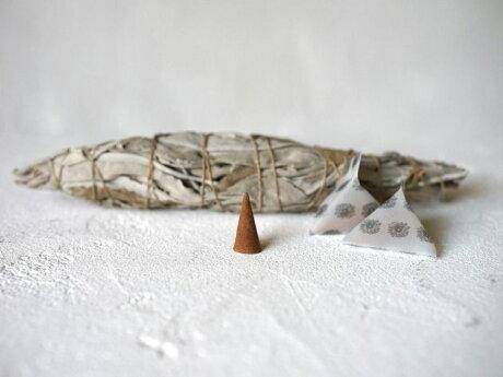 【国産】ヒーリング浄化スプレーLUCAS(天然石&ハーブエッセンス)水晶・アメジスト・シトリン・ローズクオーツ・アクアマリンhttps://image.rakuten.co.jp/lucas/cabinet/lucas2/lucas-incense2_25.jpg