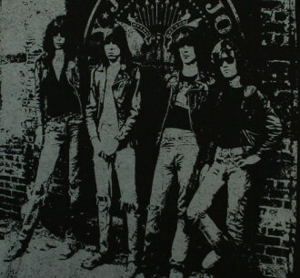 Ramones / Rocket to Russia Big Print Tee (Black)