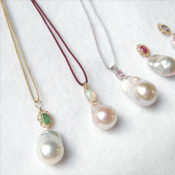 K18 Dia 大粒淡水真珠バロックペンダント サファイヤ エメラルド タンザナイト