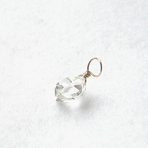 輝く華やかなひと粒 K10ハーキマーダイヤモンド ソリテール チャーム