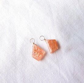 サンストーン 真っ赤なひと粒 スライス K10ピアスチャーム ジュエリー jewelry アクセサリー accessory ゴールドアクセサリー チャーム 宝石 天然石 ファッション 大人コーデ プレゼント ギフト 贈り物 自分へのご褒美 きれい