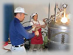 蒸留は二次熟成のもろみの段階から蒸留していきます。