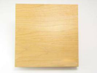As for the cutting board of the Aomori hiba cutting board domestic Aomori  hiba tree direct from the field, the (27*27cm thickness 3 3cm) shipment is