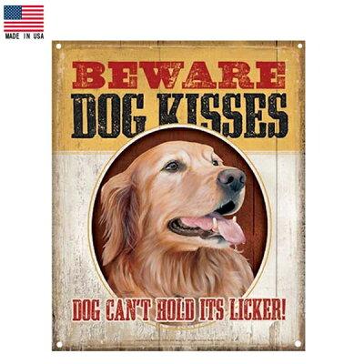【ブリキ看板】ゴールデンレトリバーBEWAREDOGKISSES看板40.5cm×31.5cm【ドッグ犬動物インテリア雑貨壁掛けガレージメイドインUSAレッドブラックブラウン】