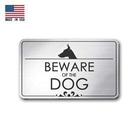メタル調 プラスチックサイン BEWARE OF DOG 猛犬注意 シルバー 7.5×12.5cm 両面テープ付き アメリカ製 ■ 犬 ペット 犬小屋 ドアプレート ガレージ 看板