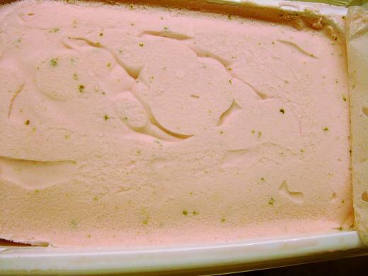 桜の葉のと塩味の利いた桜アイス 2リットル入り 大きなサイズ 業務用
