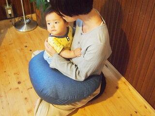 授乳クッション(キュートなエンジ系花柄)【翌日出荷】正しい姿勢で楽々おっぱい。フラ正座器、あぐら用クッションと併用でさらにラクチン授乳!ベビーベッドとして最適。赤ちゃんの背骨を守る、健康育児【楽ギフ_包装選択】