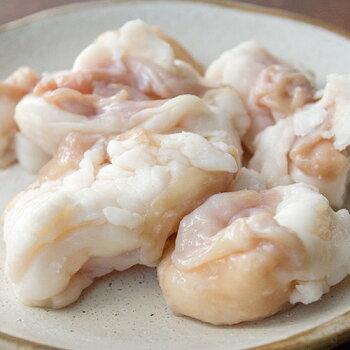 松阪ホルモン「ヒモ100g」小腸の部位で脂プリプリの当店人気ナンバー1ホルモンです。他店では味わえない松阪ならではの脂ののったホルモンをお楽しみ下さい。バーベキュー、家焼肉、お土産、夏ギフト