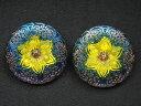 ブラックライトで光る! チェコ ウラン ガラス ボタン フラワー 花モチーフ 青 黄色