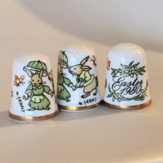 Easter Bunny hand enamelled keybasewall (Caverswall) refers to the years thimble (thimble) umbrella, 1980 limited edition issued