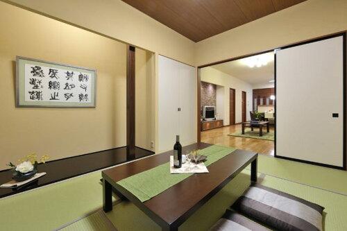 日本製絢爛豪華な正絹帯はぎれ120cmシルクはぎれ【金銀引き箔の縫い取り織】10cmあたり単価約150円です。人形細工、パッチワーク手芸、壺敷き、テーブルセンターなどに使えます。幅32cmの絹ハギレ、日本製/メール便対応