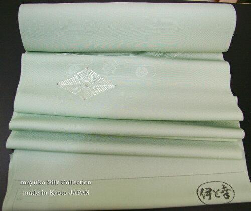 色無地染め染色加工代。正絹白生地反物が7m〜14mくらいまでの長さ、三丈物の場合染色代9800円で無地染めいたします。約1ヶ月後におとどけできます。反物を送料ご負担でお送りください。/染め代