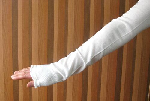 お肌に優しく暖かい【シルクの日焼け防止手袋】UVカット・絹のロングアームカバーシミ・ソバカスの原因となる紫外線からお肌を守ります長さ60cm・端には滑り止めゴム加工済み。日本製:肩口までのロング型