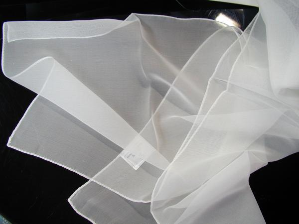 卸し値販売【草木染に使えます】絹100%シルクシフォンの縫製済み白スカーフsize 35×145cm,silk100%北陸製の上質白生地を使用しました。シルクは初心者でも簡単に染められます/日本製/丹後ちりめん歴史館/
