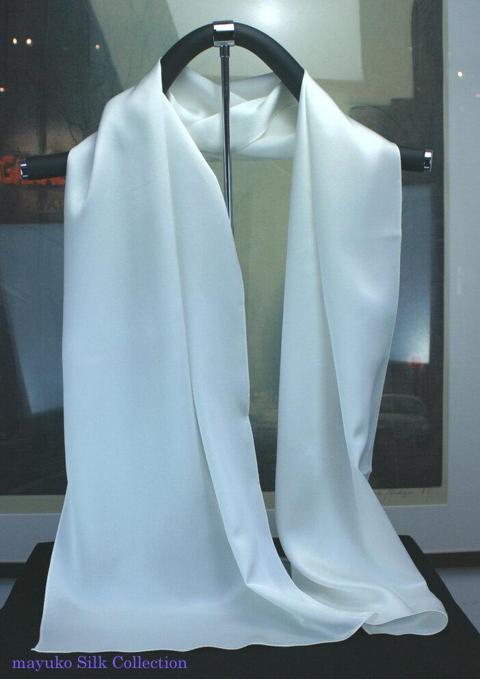 結婚式のゲストドレスに向いています 生成りシルクの無地ロングスカーフ35cm×150cmホワイトしっとり柔らかなシルクサテンを使いましたタグを付けていませんので、草木染めにも使用できます。16.5匁生地使用日本製。