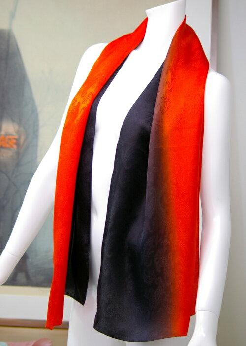 【登録商標・丹後ちりめん】シルクサテンの大判ロングスカーフ。数量限定の友禅手ぼかし染色品。丹後シルク100%,45cmx150cmギフトケースに入れてお届けします。カラー:純黒ブラックから朱赤アカネ色へのぼかし日本製【楽ギフ_包装】