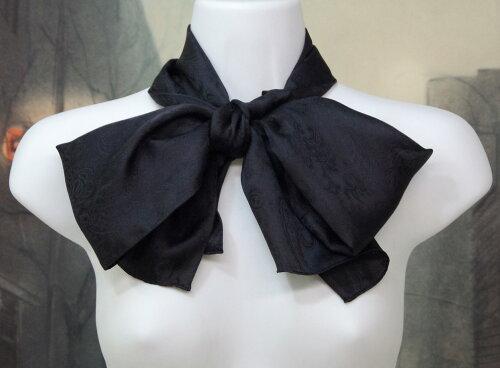リボン結びサイズ男女兼用シルクロングスカーフ丹後ちりめん歴史館製織のペイズリー織り柄生地使用細身のロング22cm×150cmしっとり柔らかな上質シルク100%カラー:16色の中からお選びください。エコ包装になります。