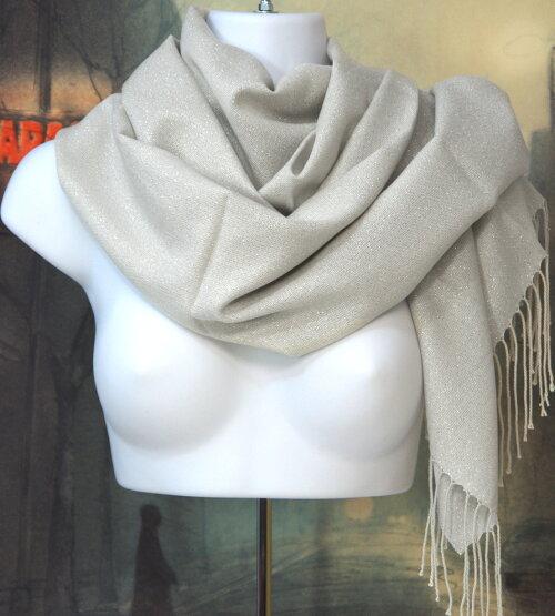 暖かい秋冬ロングストール(素材:化繊)バサッと羽織れる超大判ロングショール。160cm×62cmサイズ,化繊100%の商品です。ラメ入りの薄いグレー