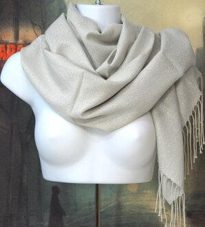 穿上暖和的冬季偷 (合成材料) basatsu 和超級大長披肩。 160 釐米 x 62 釐米是大小和化纖 100%的產品。 波光粼粼的淺灰色