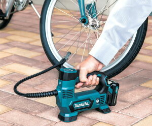 充電式空気入れ(バッテリ、充電器、ケース付) 【送料無料】【自転車】【バイク】【車】【エアーポンプ】【マキタ】