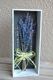 プリザーブドフラワー ボックスフラワー 【Lavender】 ハーブの女王・ラベンダーのスワッグで飾り付けました。ナチュラルなラベンダーの香りで、ちょっとした癒しの空間を インテリア 誕生日 内祝 観葉植物 花電報 フレーム ウッドボックス おうち時間