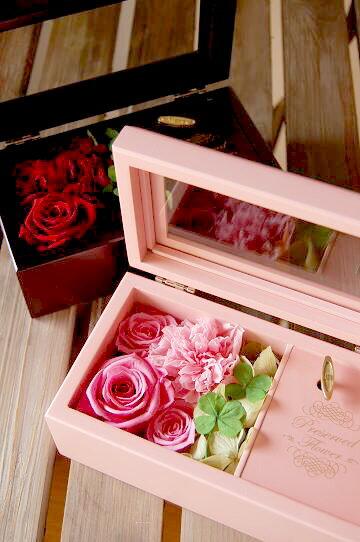 Wish*星に願い・オルゴール箱にアレンジしたプリザーブドフラワー・四つ葉のクローバーを添えて/フラワーギフト/お祝い/花/花電報/誕生日/結婚祝い/プロポーズ/告白/初任給/還暦