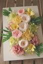 プリザーブドフラワー 壁掛けアレンジ 【スフレ】 壁掛けタイプの額なので、壁に飾ってもフォトフレームのように置いても、素敵なインテリアになります 花電報 お祝い 花 開店祝い 開業祝い 誕生日 内祝 楽屋見舞い 開店花 母の日 ギフト