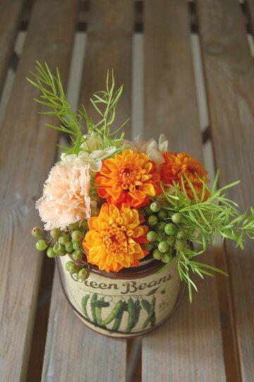 クララ・*ダリアの新種・新色を使ったプリザーブドフラワーアレンジ。イエローオレンジ2色のグラデーションは明るく元気な色合いです。/誕生日/内祝い/お見舞い/ギフト/お誕生日/お祝い/花電報/結婚/プリザーブドフラワー