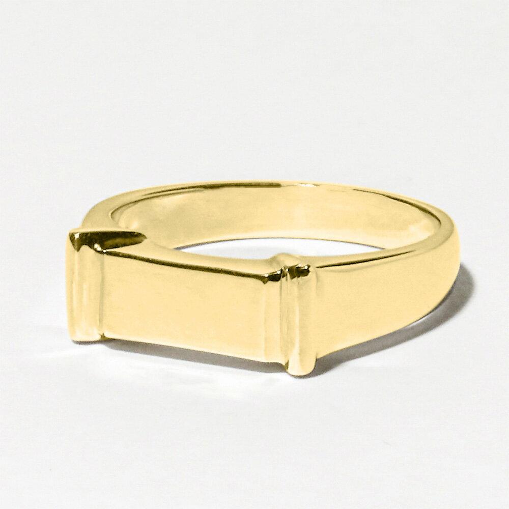メモリアルリングLJR07 18Kゴールド製 最大幅約5.5mm 10文字以内の言葉やお名前を筆記体で刻印するデザイン