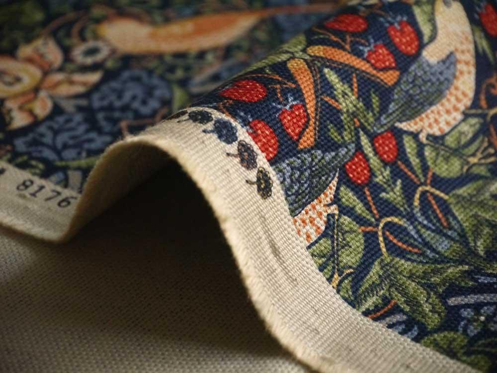 moda fabrics(モダ・ファブリックス)William Morris ウィリアムモリス オックス生地<Strawberry Thief>(ストロベリー・スィーフ)いちご泥棒<MULTIC BLUE(マルチックブルー)>8176-44T