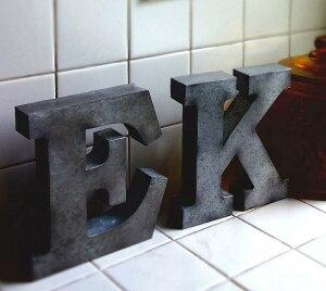 ティンビッグレター A〜O ブリキ アルファベット ブリキ アルファベット オブジェ イニシャル おしゃれ 切り文字 看板文字 ローマ字 名前 玄関 置き物 装飾文字 飾り付け アンティーク風 ア