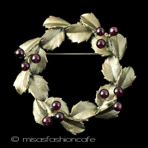 MichaelMichaud (マイケルミショー) 天然石 ガーネットのヒイラギリース ブローチ植物モチーフ ナチュラル Holly  プレゼント ギフトに最適 クリスマス