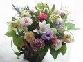 【送料無料】!!季節の1番輝いているお花を贈りませんか?オーダーメードのアレンジをおとどけしますこのお花は午前中の御届けをお願いします