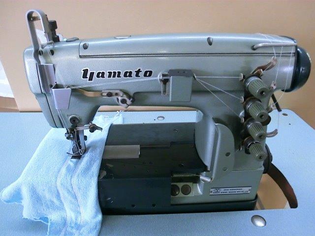 【中古】 ヤマトミシン 3本針扁平縫い両面飾り機構付き。モデルNO−DW−1350−MD。