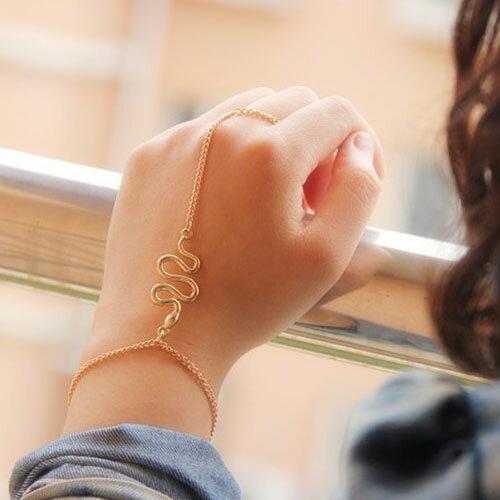 スネイクフィンガーブレスレット フィンガーブレス ブレスレットと指輪をつなぐ メンズ レディース ジョイントリング ファランジリング 蛇 スネイク スネーク へび 金色 腕輪 繋ぐ つなぐ ゴールドチェーン おもしろ 面白い プレゼント ギフト